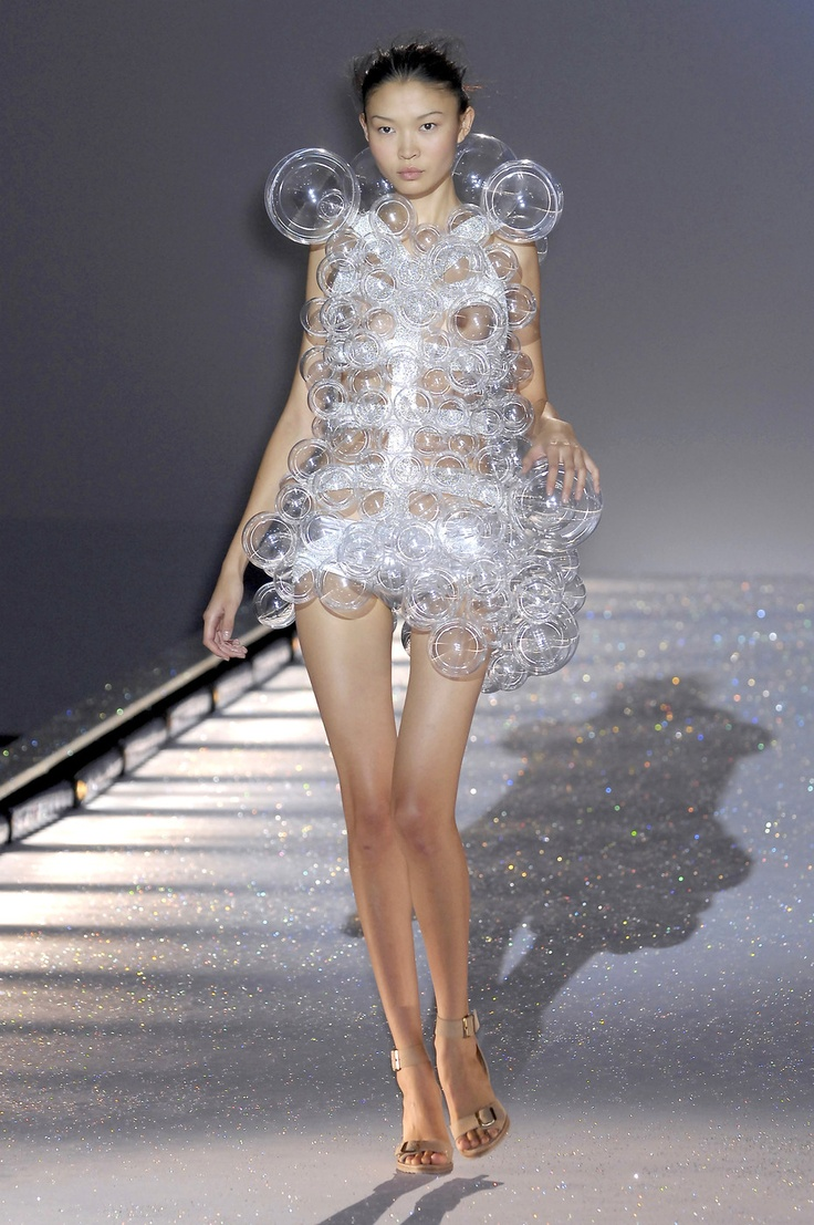 Hussein-chalayan-bubble-dress