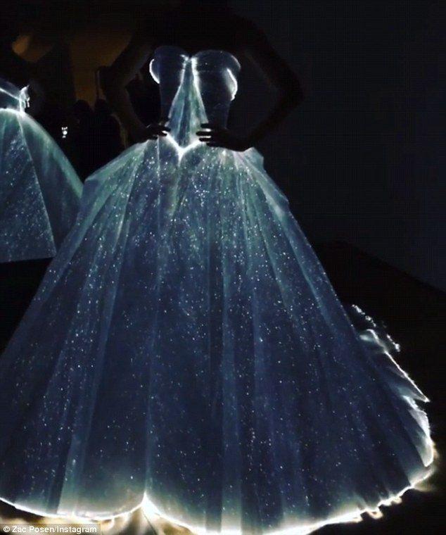 33C2B0B400000578-3570477-Star_bright_The_fashion_designer_shared_a_video_of_Claire_twirli-m-190_1462244632021