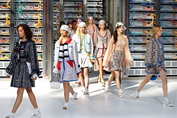 models-on-the-runway-at-the-chanel-ss17-ready-to-wear-show-in-paris