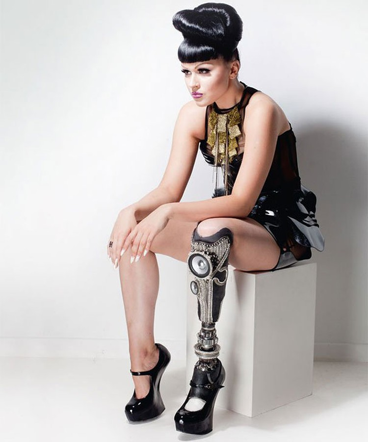 Viktoria-Modesta-Leg-Amputee-Pop-Star-06