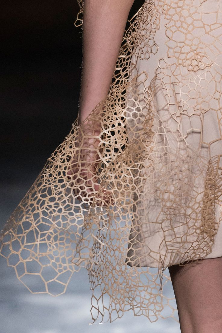 Innovative textiles; fashion design Iris Van Herpen Fall 2016